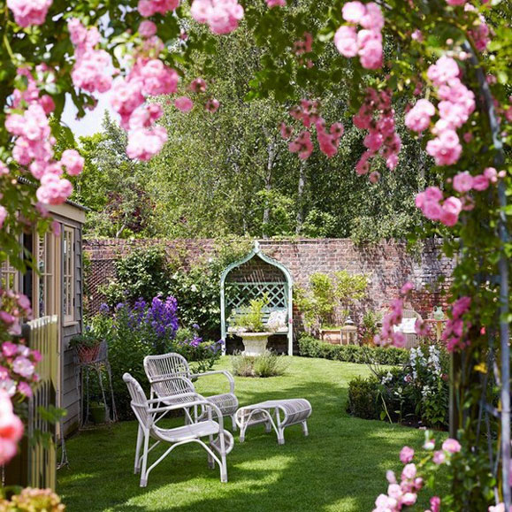 decorate-outdoor-space