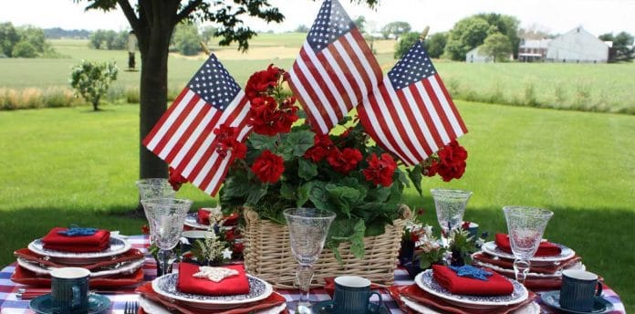 4th-of-July-Picnic-Table
