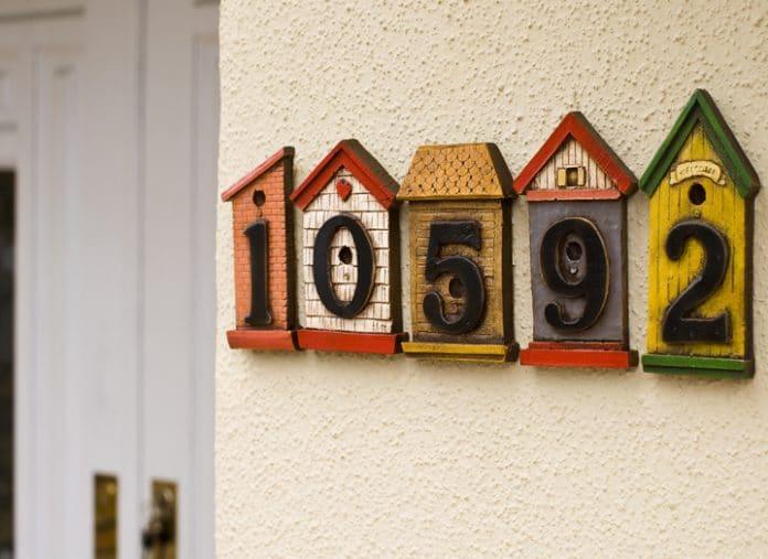 Decorate-Painted-Birdhouses