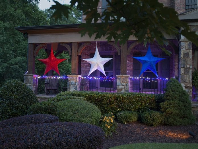 Decorate-Your-Yard-for-a-Fourth-of-July-Party