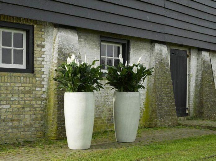Large-Glazed-Pots-in-a-Landscape-Bed