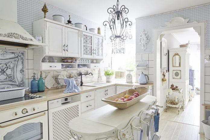 Shabby-Chic-Kitchen-Lighting